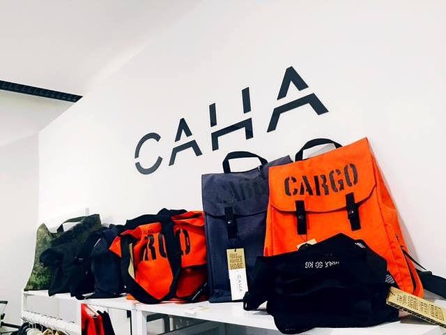 Marka modowa CAHA specjalizuje się w projektowaniu sukienek