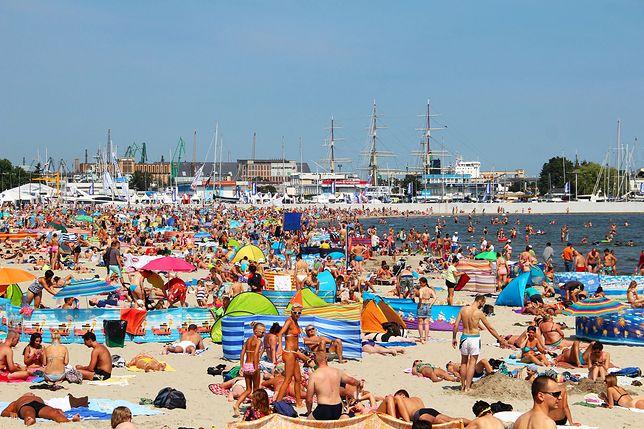 Tłumy na plażach w Gdyni (2015)