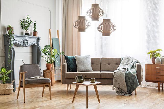 Nowoczesny salon w bloku to wnętrze utrzymane w estetyce minimalistycznej