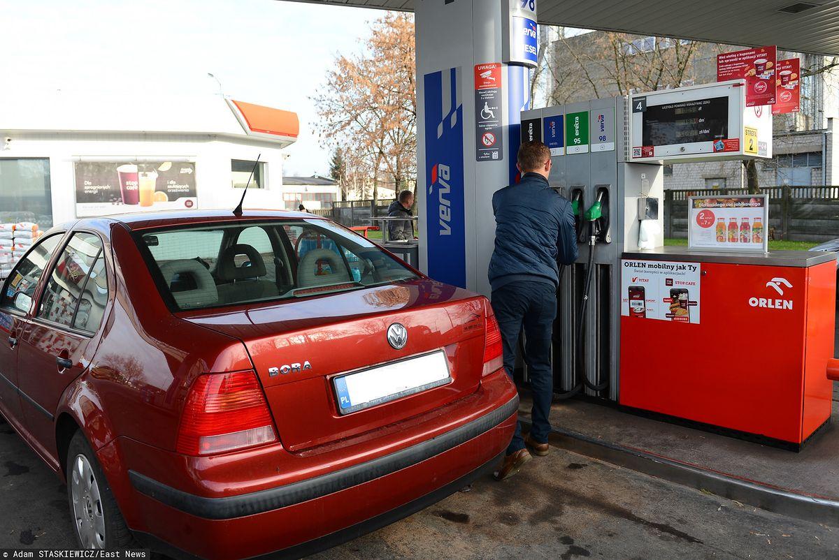 Paliwo wyjątkowo tanie. Na niektórych stacjach litr benzyny grubo poniżej 4 zł