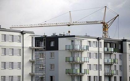 Raport Deloitte. Mieszkanie w Polsce jest względnie tanie, ale pracujemy na nie długo