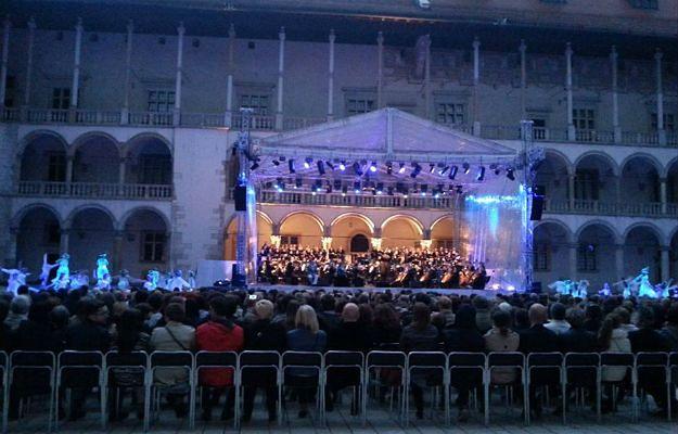 """Do końca sierpnia Zamek będzie magiczną salą koncertową. Trwa Festiwal """"Wawel o zmierzchu"""""""