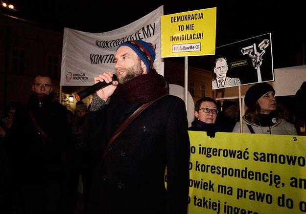 Demonstracja KOD przed Pałacem Prezydenckim.