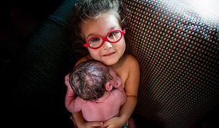 3-letnia dziewczynka Hunter i jej braciszek