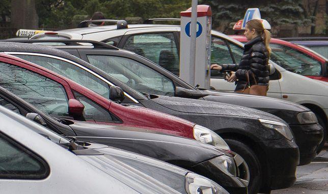 Słone ceny za parkowanie w centrach. Nie tylko największych miast