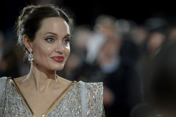 Angelina Jolie sprzedaje obraz Churchilla