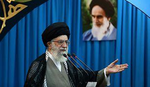 Iran: ajatollah Ali Chamenei zakazuje czatowania nieznajomym kobietom i mężczyznom
