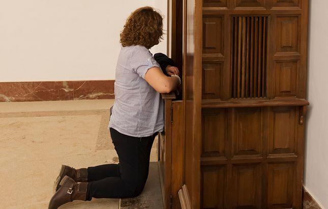 Nie dostała rozgrzeszenia. Ksiądz zakazał pokazywania jej się w kościele