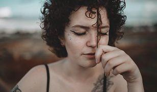 Skwalan najczęściej występuje w formie serum do twarzy.