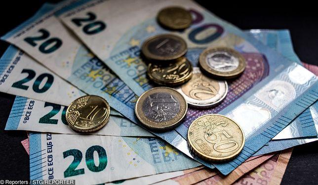 40-letni mężczyzna z Włoch otrzymał karę w wysokości  100 euro. Przyczyną było przeklinanie przed szkołą w obecności dzieci.
