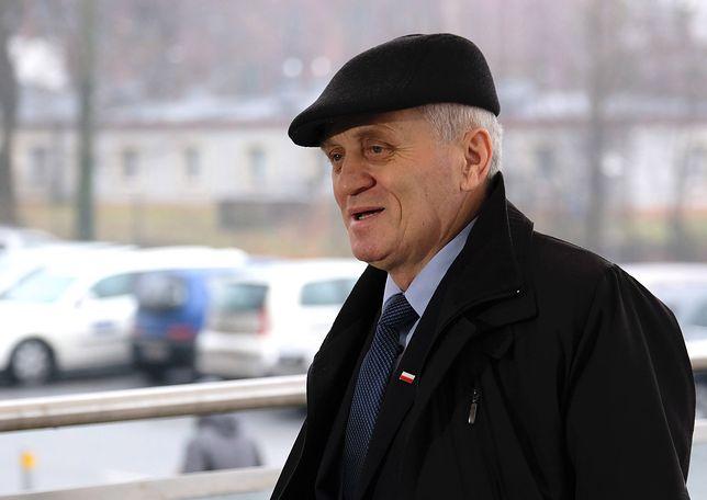 Senator Stanisław Kogut przed Prokuraturą Regionalną w Katowicach.