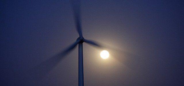 WSA: uchwała gminy dot. odległości wiatraków od domu - nieważna