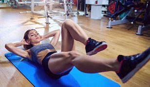 Ćwiczenia na płaski brzuch - zasady i błędy. Przykładowe ćwiczenia na mięśnie brzucha