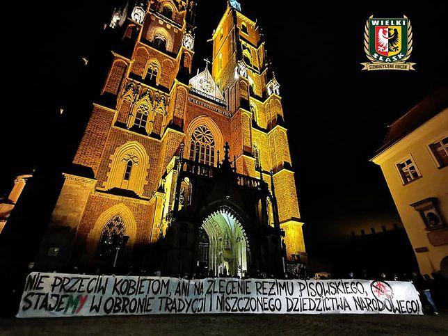 """Strajk kobiet. Wrocław. Kibice Śląska odcięli się od ataków. """"Stoimy po stronie kobiet"""""""