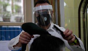 Kiedy nastąpi otwarcie salonów fryzjerskich? Fryzjerzy na nowo będą mogli przyjmować klientów w trzecim etapie odmrażania gospodarki.