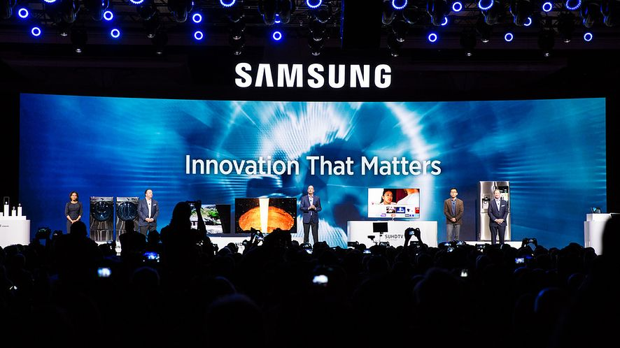 Samsung na #CES2016: nowe laptopy, Gear 2 Classic i 12-calowa hybryda