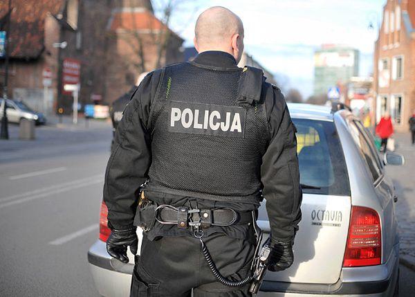 Obława w Krakowie. Znaleziono porzucone przez przestępców auto