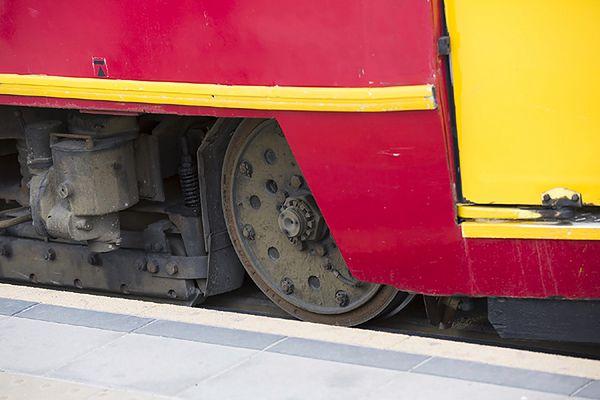 Na rondzie Fordońskim doszło do wykolejenia się tramwaju linii 10.