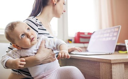 Credit Suisse chce skusić młode talenty, wydłuża urlopy rodzicielskie