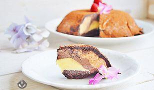 Tort lodowy to idealny pomysł na deser do kawy w słoneczny dzień.