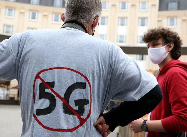 Protesty przeciwko sieci 5G. Eksperci Ministerstwa Cyfryzacji będą jeździć po kraju, by poskramiać strach i rozwiewać obawy przed tą technologią