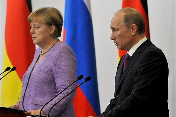 Angela Merkel żąda od Władimira Putina wyjaśnień ws. wtargnięcia Rosjan na Ukrainę