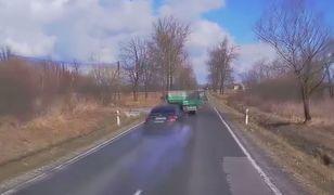 #dziejesiewmoto: kierowca o włos omija skręcającą ciężarówkę