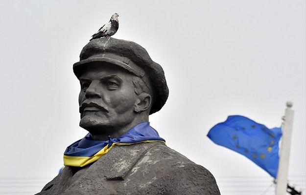 Na Ukrainie obalono kilka pomników Lenina. Zakaz propagandy komunizmu
