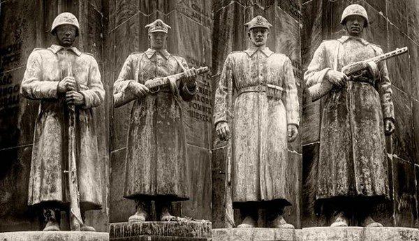 Hanna Gronkiewicz-Waltz: Pomnik Czterech Śpiących nie wróci na Pragę
