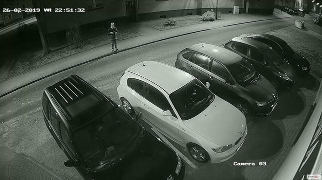 Koktajlem Mołotowa ktoś podpalił samochód. Celował w okno