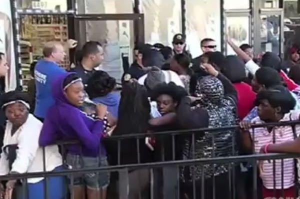 Bójka kobiet o sztuczne włosy. Policja użyła gazu