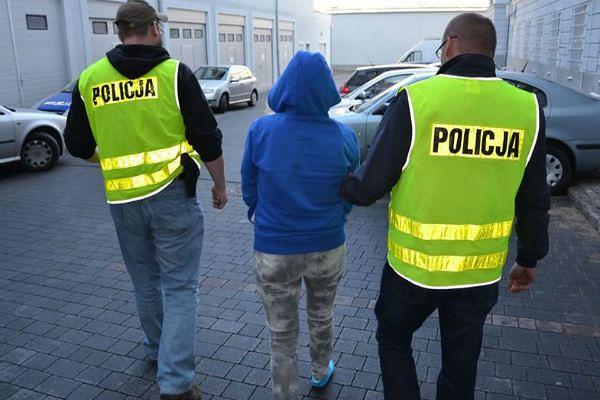 Policja rozbiła zorganizowaną grupę przestępczą. Wyłudzili ponad 2 mln zł