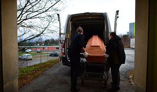 Zleciła kremację, okazało się, że brat żyje