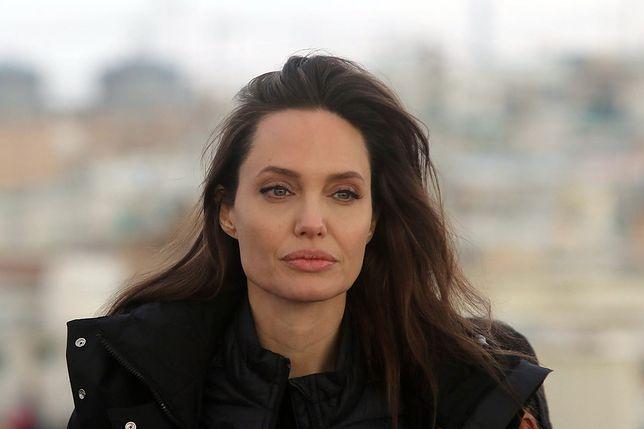Angelia Jolie nie chciała zostać żoną Brada Pitta. To on nalegał