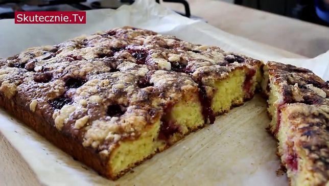 Szybkie ciasto z sezonowymi owocami