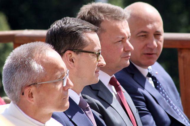 Premier Mateusz Morawiecki i ministrowie Mariusz Błaszczak i Joachim Brudziński podczas tegorocznej Pielgrzymki Rodziny Radia Maryja.