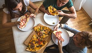 Nareszcie! Badania potwierdzają: w pracy będziemy bardziej produktywni dzięki… pizzy