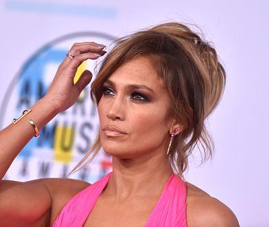 Półnaga Jennifer Lopez w kreacji Valentino. 49-latka wygląda obłędnie