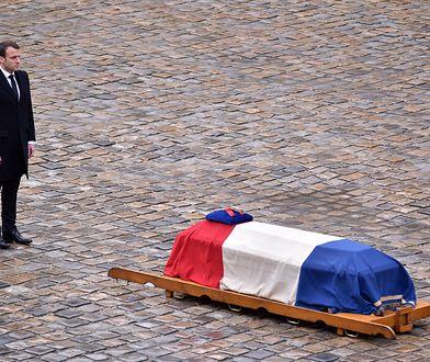 Prezydent Emmanuel Macron przed trumną płk. Arnauda Beltrame'a