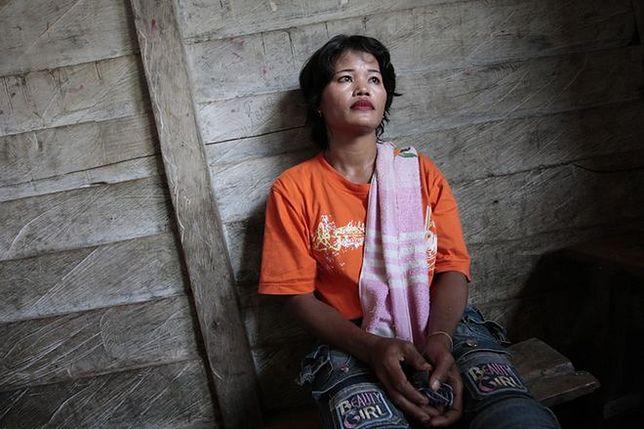 W tym kraju większość kobiet to prostytutki. Nastolatki sprzedają się za jedzenie
