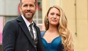 LOOK OF THE DAY: Blake Lively w błękitach Versace i cała jej rodzina