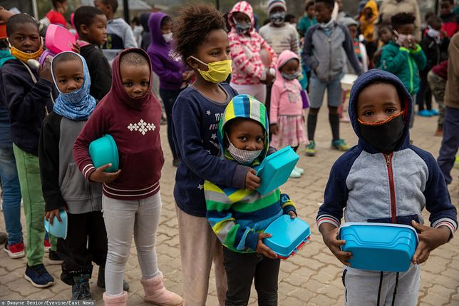 Koronawirus. Afryka walczy z pandemią, dawny wirus pokonany