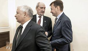 Prezes PiS Jarosław Kaczyński oraz były i obecny szef MON - Antoni Macierewicz i Mariusz Błaszczak