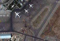 Afganistan. Chaos na lotnisku w Kabulu na zdjęciach satelitarnych