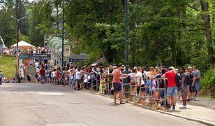Kolejka turystów pod wyciągiem na Kasprowy Wierch