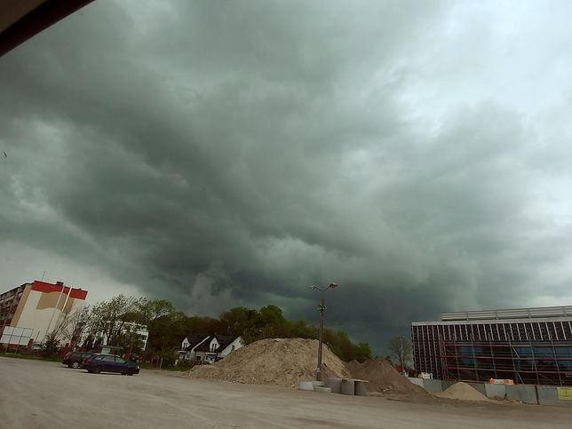 Burza zbliża się do Warszawy. To szeroki, a jednocześnie płytki zimny front znad Danii