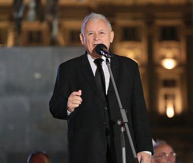 Właśnie zaczął się ostatni akt smoleńskiego dramatu politycznego. Jarosław Kaczyński wygasza miesięcznice.