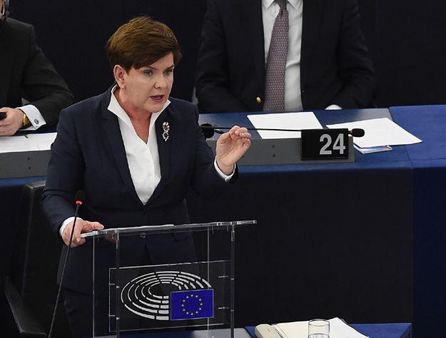"""Ekspert: Szydło w PE """"nie dolewała oliwy do ognia"""""""