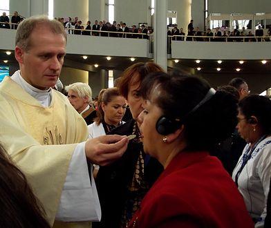 Epidemia żółtaczki w Wielkopolsce. Biskup apeluje ws. komunii