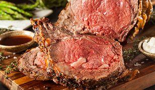 Marynowanie w winie pomoże nam zmiękczyć mięso